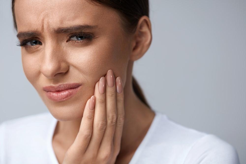 آیا ارتودنسی دندانها با براکت درد دارد؟